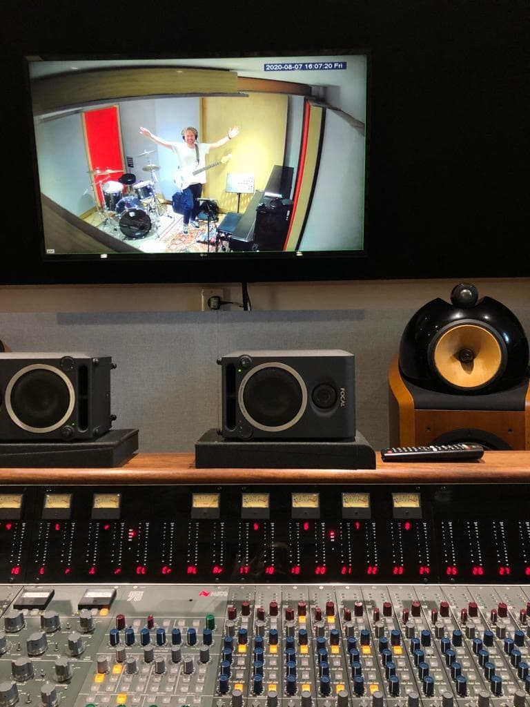 Laura Iredale recording KIN