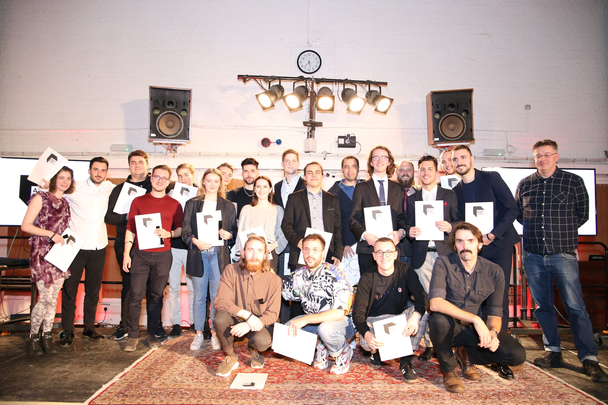 Gruppenbild der Abbey Road Institute Berlin Studenten in den Abbey Road Studios
