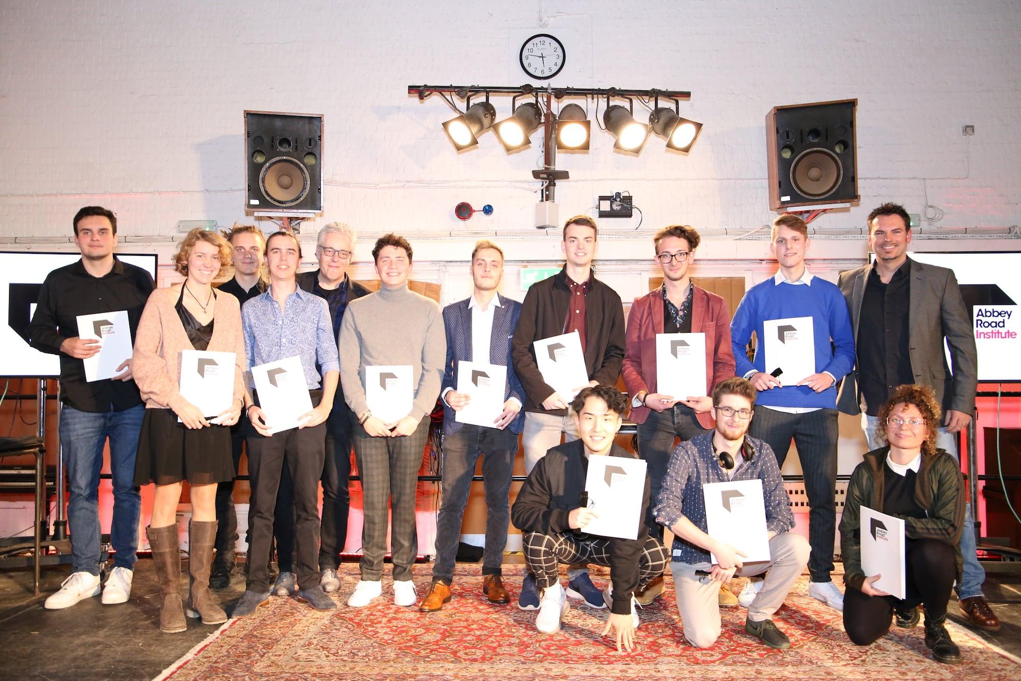 Gruppenbild der Abbey Road Institute Frankfurt Studenten in den Abbey Road Studios